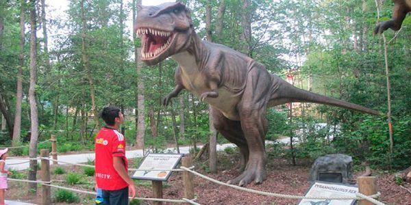 El nuevo parque temático de dinosaurios se abrirá en Estepona