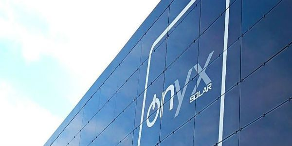 Trabaja en la fábrica de Onyx Solar